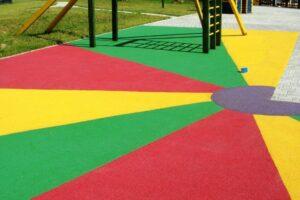 Преимущества выбора резиновой крошки для детской площадки